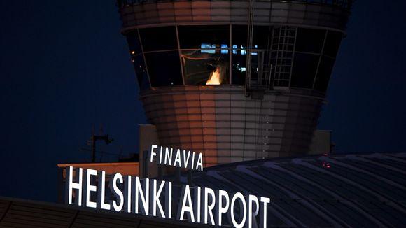 Kuvassa on Finavian kyltti Helsinki-Vantaan lentoasemalla.