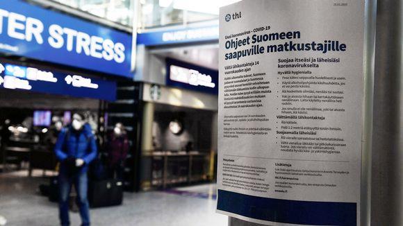 Ohjeistus Suomeen saapuville matkustajille Helsinki-Vantaan lentoasemalla.