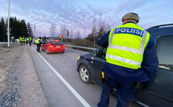 Poliisin tarkastuspiste valtatiellä 4 Orimattilan liittymän kohdalla.