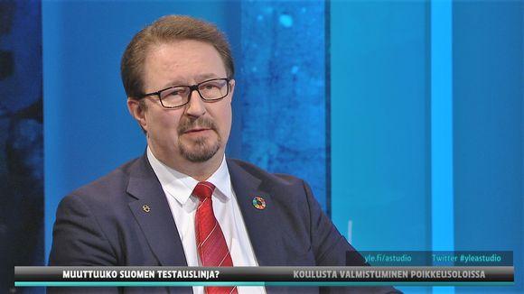 THL:n terveysturvallisuusosaston johtaja Mika Salminen