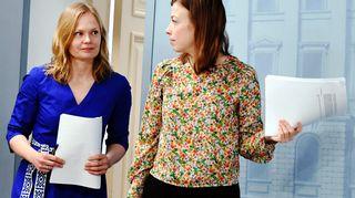 Hanna Kosonen ja Li Andersson hallituksen tilannekatsauksessa torstaina.
