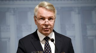 Ulkoministeri Pekka Haavisto hallituksen koronatilannekatsauksessa Helsingissä 7. huhtikuuta.
