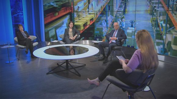 A-studion lähetys 14. huhtikuuta 2020. Studiossa Kirsi Varhila, Ilona Lundström, Juha Tuominen ja Annika Damström.