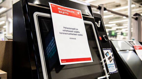 Suljetut peliautomaatit Espoon Isossa Omenassa markettikerroksessa.