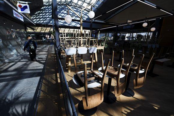 Koronaviruksen takia suljettu ravintola kauppakeskus Isossa Omenassa.