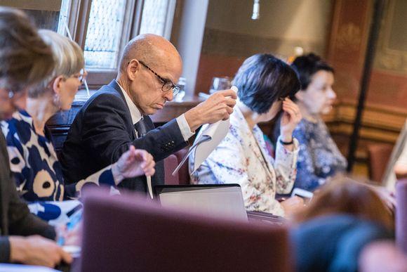 Valtiovarainministeriön kansliapäällikkö Martti Hetemäki (kesk.) hallituksen neuvotteluissa Säätytalolla Helsingissä 3. toukokuuta.