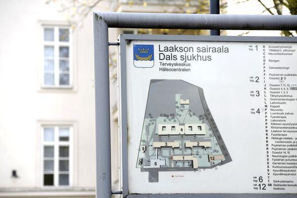 Laakson sairaalan opastekyltti Helsingissä.