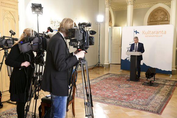 Presidentti Niinistö tapaa median videokokouksessa ennen Kultaranta-keskusteluja perjantaina.