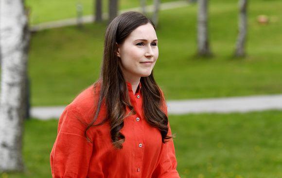 Sanna Marin saapumassa presidentti Niinistön isännöimiin Kultaranta-keskusteluihin Helsingissä.