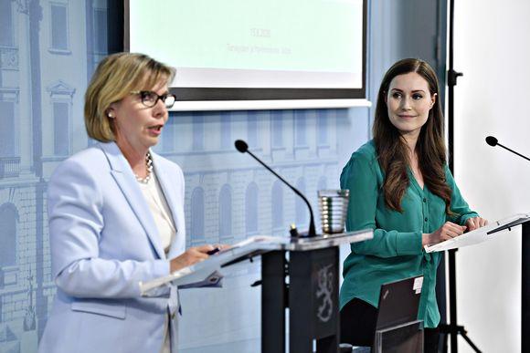 Pääministeri Sanna Marin ja oikeusministeri Anna-Maja Henriksson hallituksen tiedotustilaisuudessa Helsingissä 15. kesäkuuta.