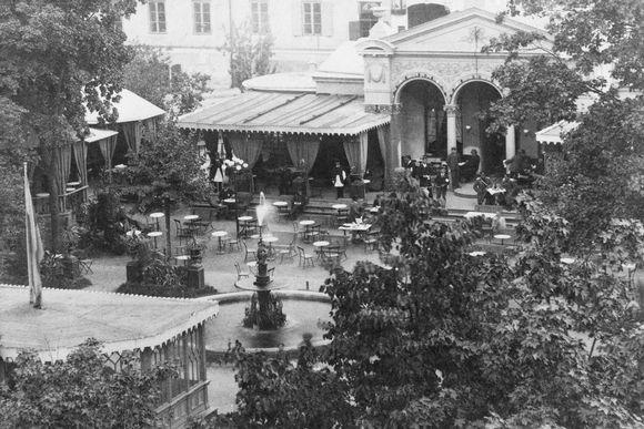 Kuvassa on ravintola Kappeli vuonna 1885.