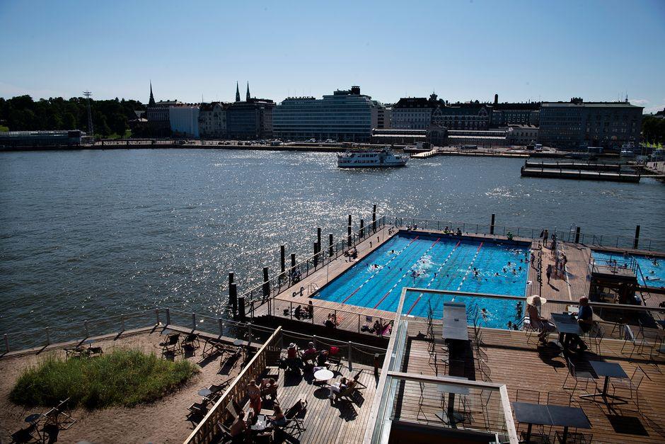 UimareitaAllas Sea Poolin altaassa.