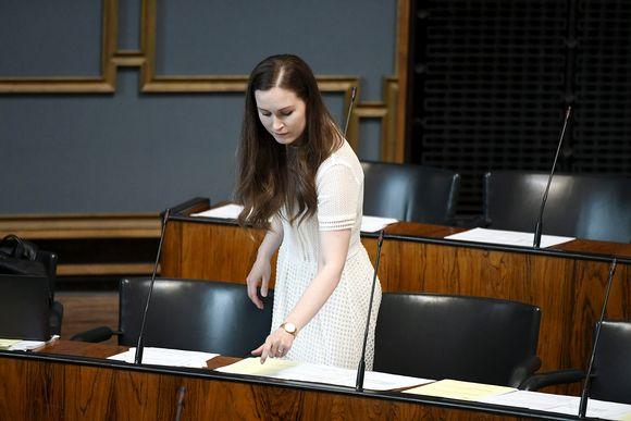 Sanna Marin eduskunnan täysistunnossa Helsingissä.