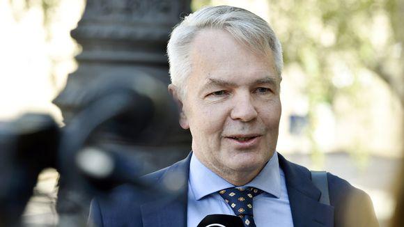 Ulkoministeri Pekka Haavisto saapui hallituksen neuvotteluihin Säätytalolle Helsingissä 8. heinäkuuta.