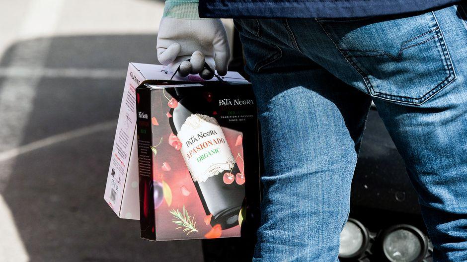 Коронакризис увеличил продажи алкоголя - особенно вырос спрос на вино