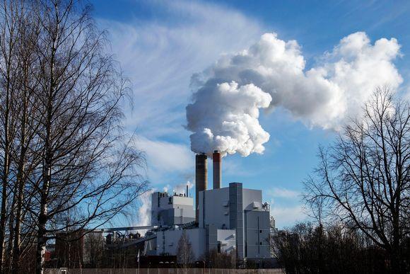 Kuvassa on UPM:n tehdas Lappeenrannassa.