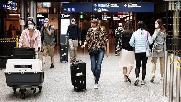 Lentomatkustajia Helsinki-Vantaan lentokentällä 13. heinäkuuta.