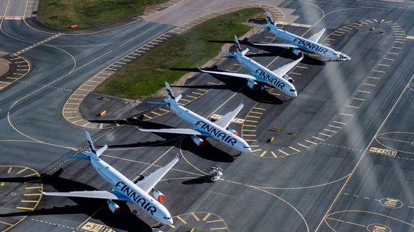 Finnairin lentokoneita toukokuussa Helsinki-Vantaan lentokentällä.