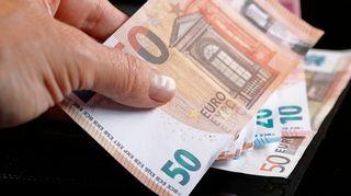 Rahaa, seteleitä.