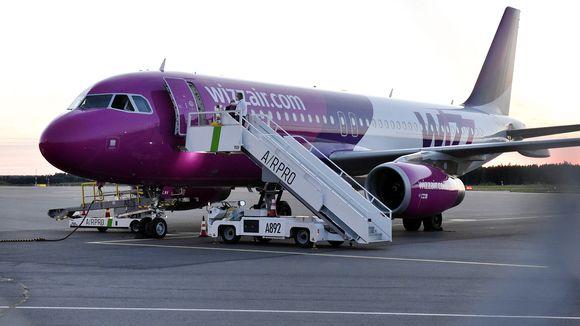 Turun ja Pohjois-Makedonian Skopjen välillä lentävä Wizz Airin matkustajakone.