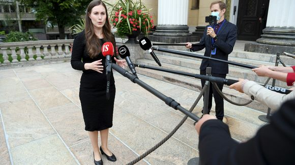 Pääministeri Sanna Marin puhui tiedotusvälineille saapuessaan hallituksen matkustusrajoituksia käsitteleviin neuvotteluihin Säätytalolle Helsingissä 3. syyskuuta