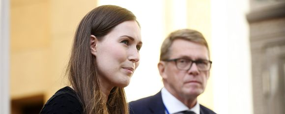 Pääministeri Sanna Marin ja valtiovarainministeri Matti Vanhanen tapasivat tiedotusvälineiden edustajia Säätytalon portailla Helsingissä 14. syyskuuta 2020.