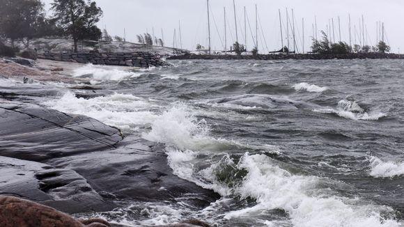 Tuuli pieksi Helsingin Eiranrantaa 26. syyskuuta 2018.
