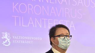 THL:n johtaja Mika Salminen sosiaali- ja terveysministeriön ja Terveyden ja hyvinvoinnin laitoksen tiedotustilaisuudessa Helsingissä 29. lokakuuta.