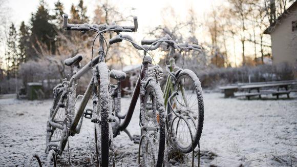 Lunta maassa varhain aamulla Helsingissä 20. marraskuuta.