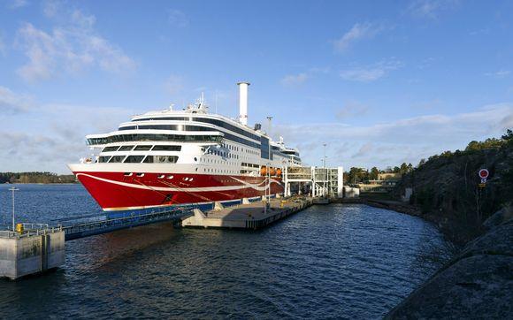 Karille ajanut Viking Linen matkustaja-alus Viking Grace Maarianhaminan satamassa 22. marraskuuta 2020.