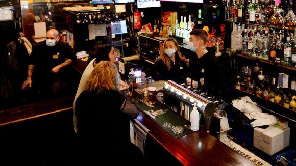 Yökahvilatoimintaa Populus-baarissa Aleksis Kiven kadulla Helsingissä 21. marraskuuta.