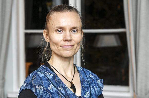 Kaunokirjallisuuden Finlandian voittanut Anni Kytömäki teoksella Margarita Helsingissä 25. marraskuuta 2020.