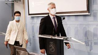 STM:n strategiajohtaja Liisa-Maria Voipio-Pulkki ja THL:n ylilääkäri Taneli Puumalainen saapuvat hybridistrategian toimintasuunnitelman täydennystä koskevaan tiedotustilaisuuteen.