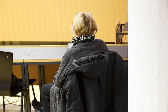 Helsingin käräjäoikeudessa alkoi oikeuskäsittely, jossa HUSissa työkennellyttä hoitajaa syytetään potilaan taposta.