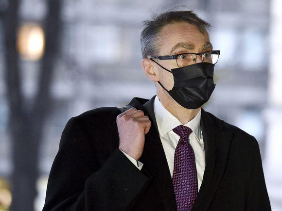 Oikeuskansleri Tuomas Pöysti saapui hallituksen neuvotteluun Säätytalolle