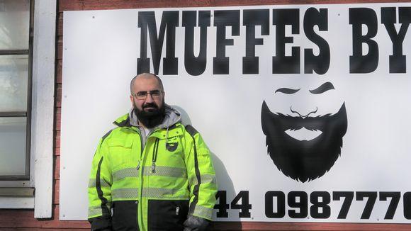 Mufid Azad on suunnitellut firmansa logon itse.