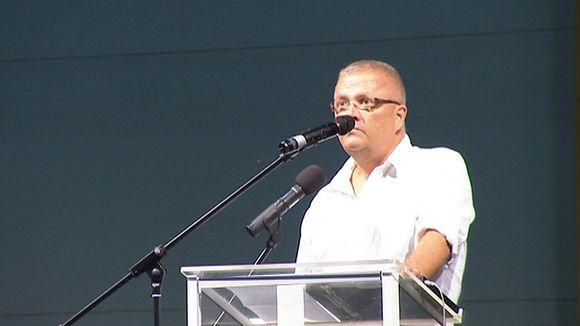 Markku Koivisto pitämässä puhetta Nokia Missio -seurakunnalle 11. syyskuuta.
