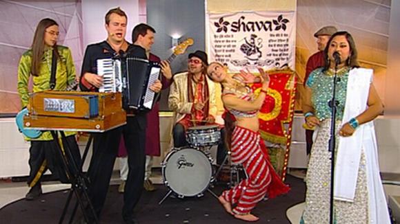 Intialaisia vaikutteita esityksissään viljelevä Shava-yhtye.