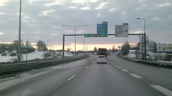 Liikennettä Turunväylällä Espoossa.