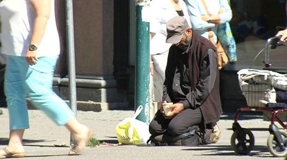 Romanikerjäläinen Helsingissä.