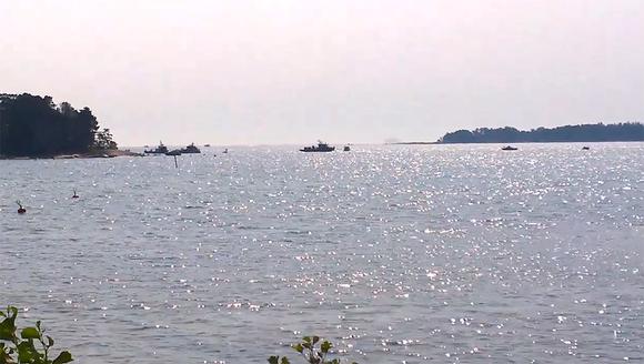 aluksia saarten luona