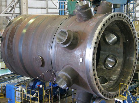Olkiluoto 3 -ydinvoimalan reaktoripaineastia.
