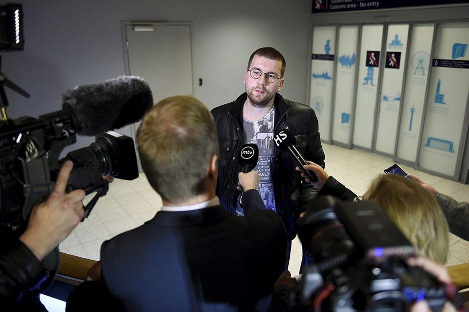 Sebastian Tynkkynen Helsinki-Vantaan lentoasemalla