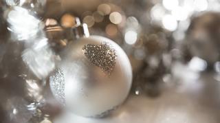 Joulukoristepallo.