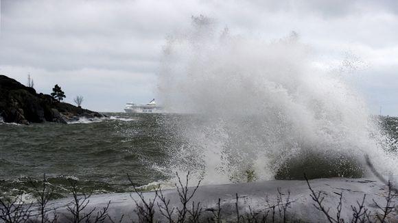 Kovaa tuulta merellä.