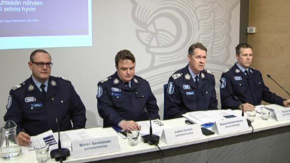Poliisin info turvapaikanhakijoiden tilanteesta.