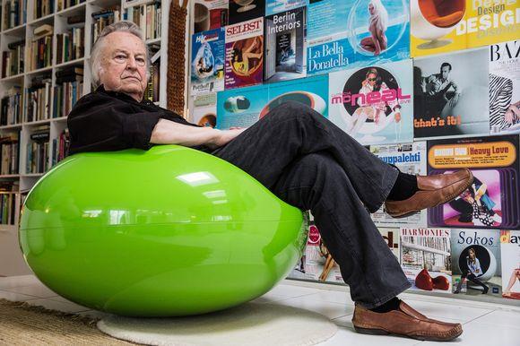 Eero Aarnion koti on täynnä hänen suunnittelemiaan esineitä. Yksi niistä on vihreä Pastilli-tuoli.