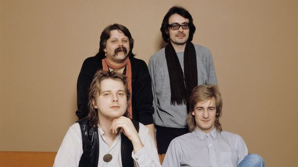 Pedro Hietanen (takana vasemmalla) soitti Riki Sorsan (edessä oikealla) Suomen Euroviisu-edustajaksi valitussa yhtyeessä vuonna 1981.