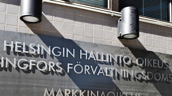 Helsingin hallinto-oikeuden kyltti.