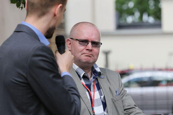 Jari Lindstöm.